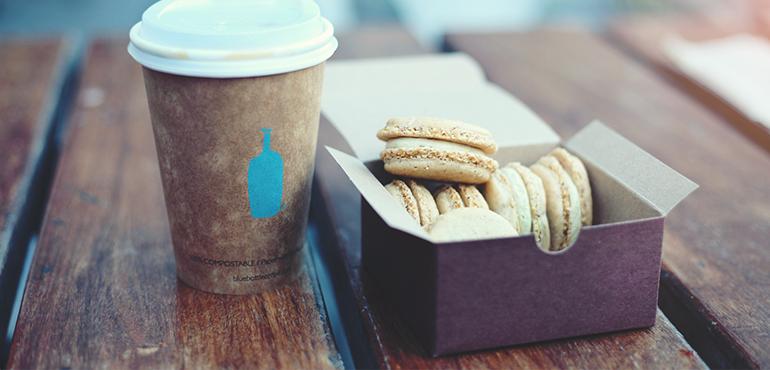 Alza mezi hamburgery. E-shop dodal výdejní box do prvního fast-foodu