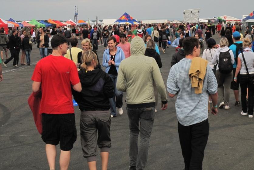 OPEN AIR FESTIVAL – NEJHEZČÍ BYLO NEBE A AEROBIC